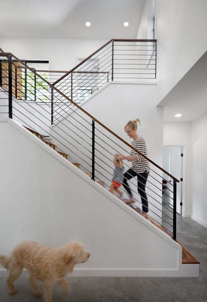 Escalier contemporain avec palier garde corps net for Escalier demi tour avec palier