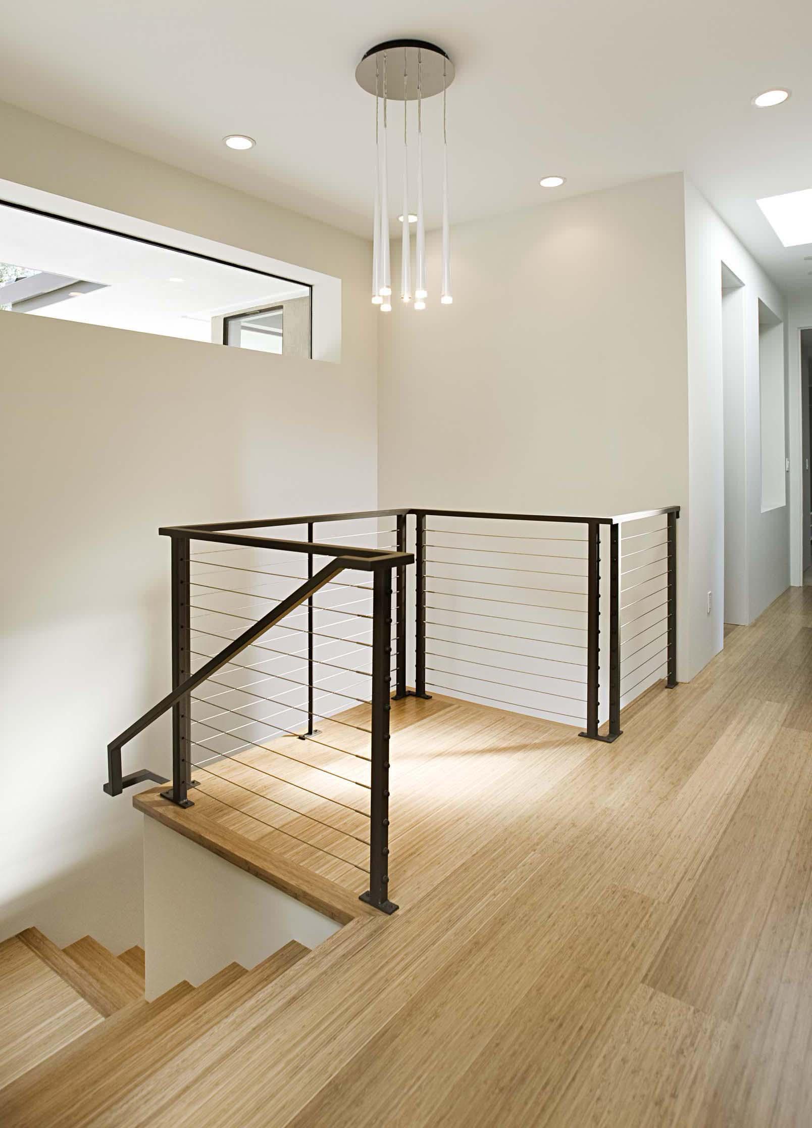 arriv e d 39 escalier contemporain garde corps net. Black Bedroom Furniture Sets. Home Design Ideas